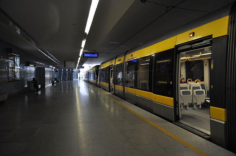 File:Metro do Porto - MP 000 (8676608844).jpg