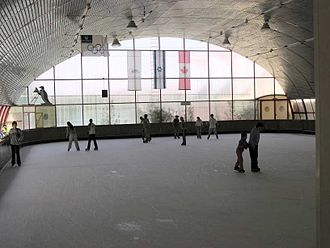 Metula - Ice skating in the Canada Centre