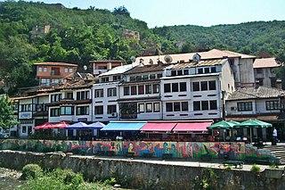 コソボ、プリズレンの旧市街のストリートアート
