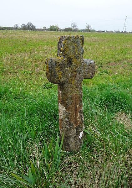 Moncé-en-Belin - Croix latine en grès de Roussard