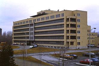 Montfort Hospital - Hôpital Montfort original building, in 1982, prior to expansions.