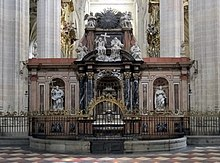 Monument inside Cathedral of Segovia.jpg