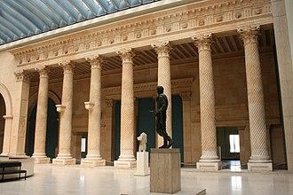 Art & History Museum - Image: Musée Cinquantenaire Colonnade Apamée