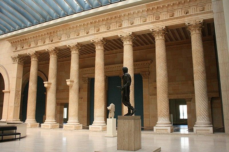 File:Musée Cinquantenaire Colonnade Apamée.jpg