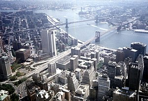Blick auf den East River mit Brooklyn Bridge und Manhattan Bridge