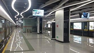 Nangang station (Guangzhou Metro) - Image: Naam Gong Zaam Platform
