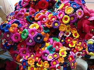 """Admira las artesanías de Tabasco. Flores de """"joloche"""""""