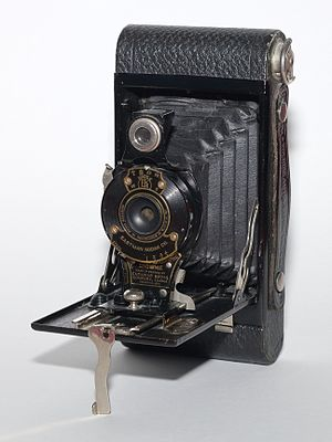 Brownie (camera) - Image: No. 2 Folding Autographic Brownie