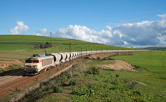 ONCF E 1350 with phosphate train near Tamdrost.jpg