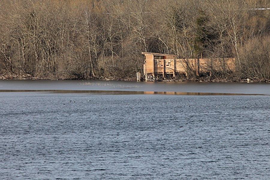 Observatoire ornithologique au lac de l'Entonnoir.