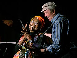 Liam Clancy (right) with singer Odetta in 2006