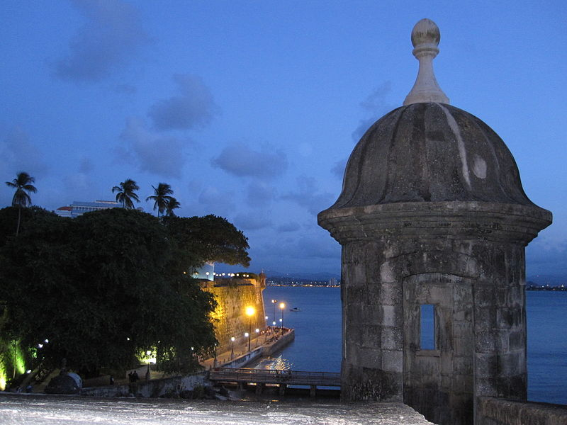 Súbor:Old san juan at night.jpg