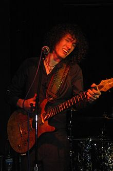 Oli Brown, Scraborough Blues Club 12-4-2011.jpg