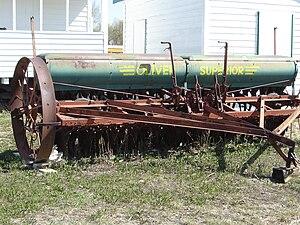 Saskatchewan Western Development Museum - Image: Oliver Superior grain and fertilizer disk drill