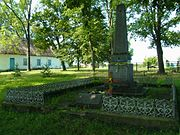 Ostrivia Shatskyi Volynska-brotherly grave of soviet warriors-general view-1.jpg