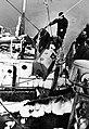 Päästetööd merel 76. Pumba tõstmine päästetavale laevale.jpg