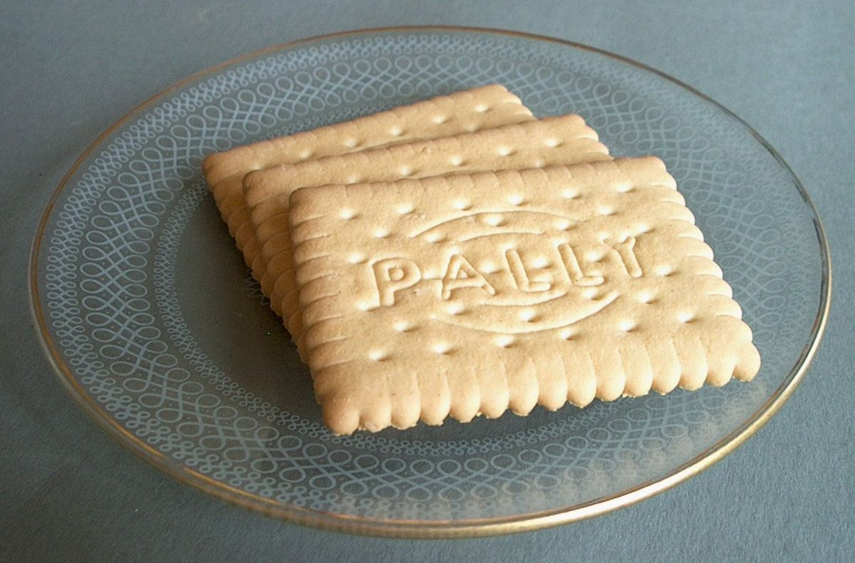 1200px-Pally_biscuit_3.jpg