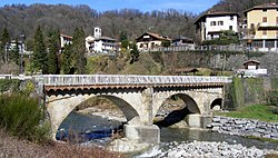 The village behind the old bridge on the Strona