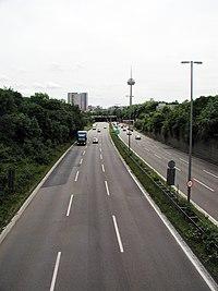 Parkgürtel-Köln-über-der-A57-K4.jpg