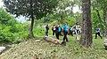Partecipanti alla Wikigita nello prato presso il ponte del Nosee - 1.jpg