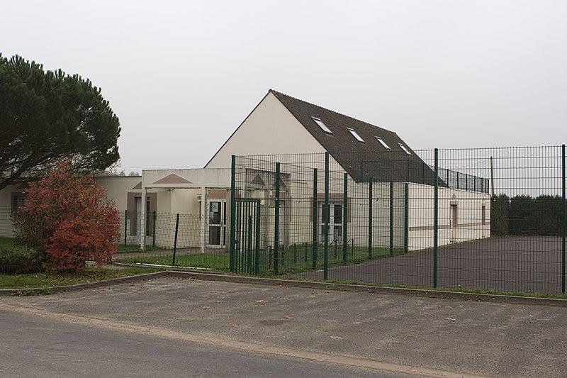 File:Perthes-en-Gatinais - Complexe sportif - 2012-11-14 - IMG 8112.jpg