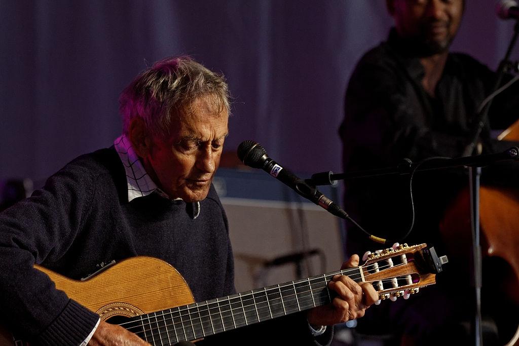 Graeme Allwright en concert à l'espace évêché lors du festival de Cornouaille 2012. | Photo : Wikimedia Commons