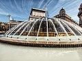 Piazza De Ferrari e la sua fontana.jpg