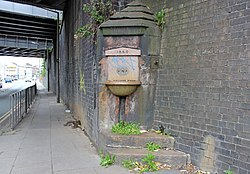 Picton Road drinking fountain 1.jpg