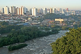 O rio Piracicaba, no centro da cidade