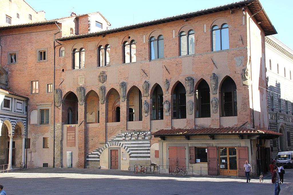 Pistoia, palazzo dei Vescovi (01).jpg