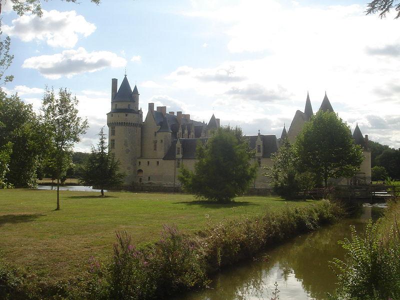 Fichier:Plessis-Bourré Château et jardin.JPG