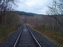 Pod Hamrštejnem, železniční most, od zastávky Machnín hrad.jpg
