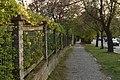 Praha, Jinonice, Karlštejnská, chodník.jpg