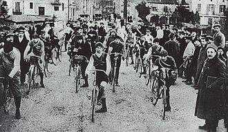 Volta a Catalunya - Start of the first Volta a Catalunya in Barcelona, on 6 January 1911.