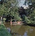Punteren in een met riet beladen boot - Giethoorn - 20351662 - RCE.jpg