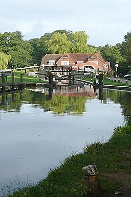 Pyrford Lock and The Anchor - geograph.org.uk - 949148
