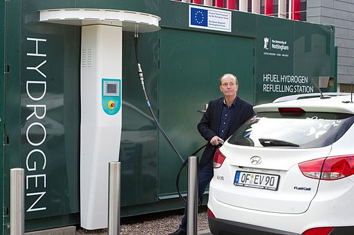 Quentin Willson refuelling the Hyundai ix35 Fuel cell car with HFuel at Nottingham University