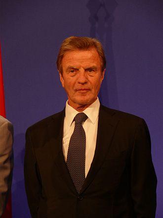 Bernard Kouchner - Image: Réception pour les Français de Shanghai 20100430 21