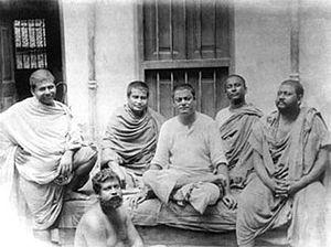 Belur Math - Monastic disciples, Trigunatitananda, Shivananda, Swami Vivekananda, Turiyananda, Brahmananda. Below Sadananda, at Belur Math, June 20, 1899.