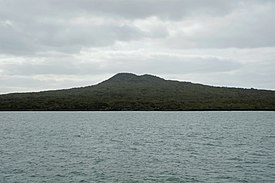 Rangitoto from ferry.jpg