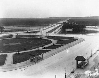 Theodor-Heuss-Platz - Reichskanzlerplatz with U-Bahn entrances, 1907
