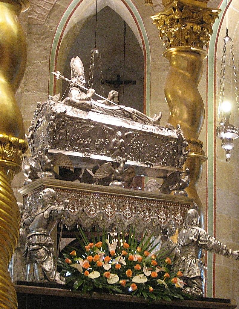 Den hellige Adalberts sølvskrin i katedralen i Gniezno/Gnesen