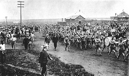 Rhodesian volunteers leaving Salisbury for service in the Second Boer War, 1899 Rhodesians leaving Salisbury for Boer War.jpg