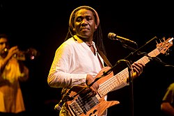 Richard Bona in 2009.jpg