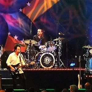 Ringo Starr wjth his AllStarr band 2012.jpg