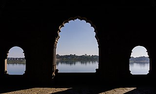 River Narmada from Maheshwar Fort.jpg