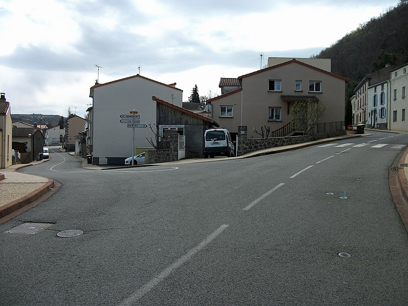 Roads towards Nohanent (departmental road 764) and Durtol, in Sayat, Auvergne, France.