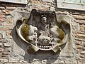 Rue de Lorraine, Beaune - sculpture - The merchants of Beaune (34869706383).jpg