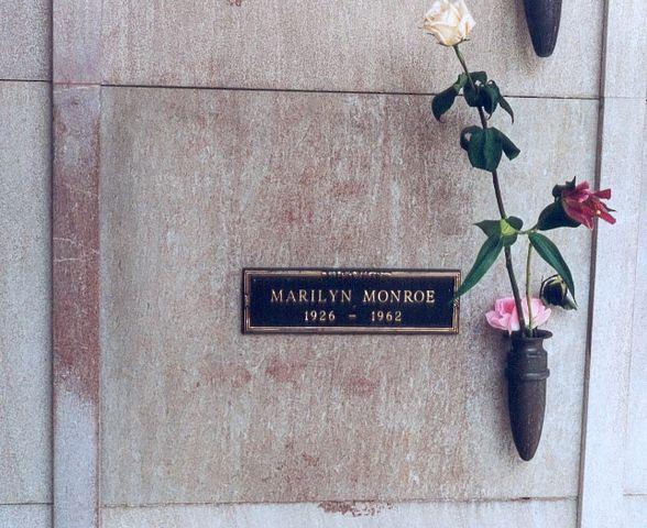 Склеп Мэрилин Монро на Вествудском кладбище
