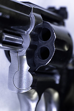 Smith & Wesson Model 686 - Close-up of cylinder and extractor of the 686